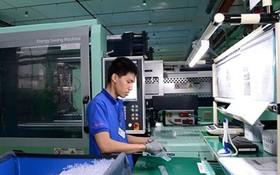 生產配套工業產品的市高新技術園區明源公司生產線。