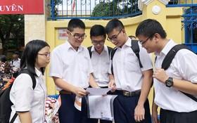 黎鴻鋒專校華文科優秀生參加高考。