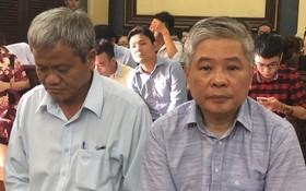 出庭受審的被告人鄧清平(右)。(圖源:黃燕)
