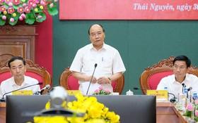 政府總理阮春福在會議上發表講話。(圖源:孟雄)