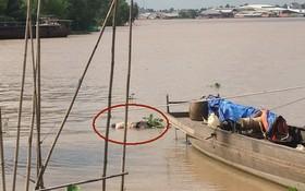 死者屍體浮出水面上。(圖源:市公安報)