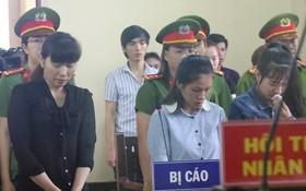 出庭受審的3名被告在聽審判長宣讀判決書。(圖源:黎菊)