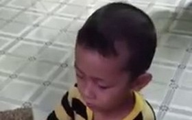 4歲多時,國盛已懂得給母親摘菜。