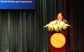 新加坡駐本市總領事廖秀琳女士在建交45週年紀念會上發表講話。(圖源:紅軍)