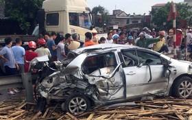 在現場,汽車已嚴重損壞,完全變形。(圖源:P.Trần)