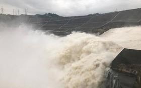 山羅與和平水電廠同時排洪。(圖源:文筍)