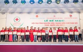 紅十字模範獲頒表彰獎狀場景一隅。(圖源:德孝)