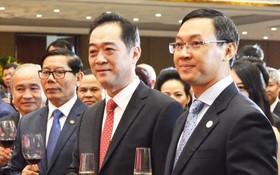 陳福英副廳長(右)歡迎吳駿總總領事到本市履任。