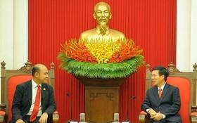 中央宣教部長武文賞(右)接見柬埔寨青年聯合會主席、柬埔寨國會代表洪馬尼。(圖源:先鋒)