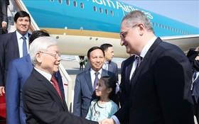 俄羅斯外交部代表前往機場迎接阮富仲總書記。(圖源:越通社)
