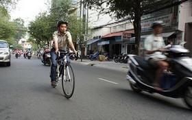 目前,騎自行車上班是許多人的選擇。