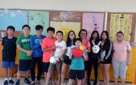 週末華語進修班的學生合影。
