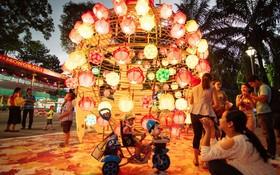 蓮潭公園花燈街景緻。