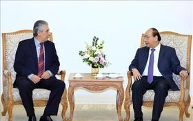 政府總理阮春福(右)接見世界工會聯合會(WFTU)秘書長喬治‧馬瑞克斯。