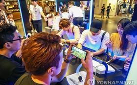 據韓國市場調研機構EMBRAIN發佈的6月調查結果,82.8%的受訪者認為韓國社會嚴重依賴智能手機等電子產品。(圖源:韓聯社)