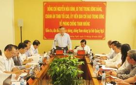中央肅貪指委會委員阮和平主持會議並發表講話。(圖源:阮莊)