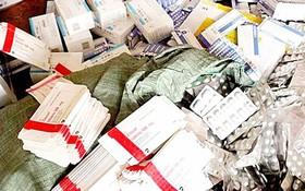 職能機關查獲一批假藥包裝。