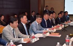 在越南時代廣場股份公司董事長朱立基(左三)的促進下,中國多家龍頭企業已經或即將來越投資,為越中傳統友誼和經貿發展添磚加瓦。