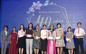 文朗學校向優秀老師頒獎。