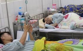守德郡全科醫院傳染科重症病房的病人。