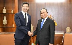 政府總理阮春福(右)接見德國原副總理菲力浦‧羅斯勒。(圖源:Chinhphu.vn)