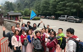 順捷旅遊團遊覽中國景點。