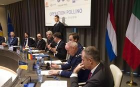 歐盟刑警組織與歐盟司法合作組織在荷蘭海牙召開聯合記者會公布行動詳情。(圖源:AP)