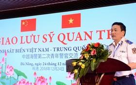 越南海警司令部副政委尹寶決少將在交流會上致詞。(圖源:文鍾)