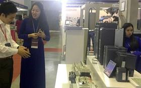 韓國企業在考察我國企業的配套工業商品。
