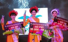 冠軍張美紅(中)、亞軍黎美芸(左)和季軍阮曾美緣領獎。
