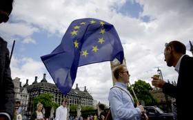 英國民眾呼籲二次公投。(圖源:AP)