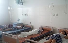 獲送醫院治療的中毒學生。(圖源:維拼)