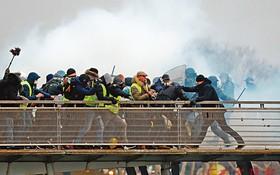 """法國""""黃背心""""示威死灰復燃,首次有政府機關遭衝擊。 (圖源:路透社)"""