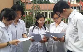 黎鴻鋒高中學校華人子弟考試後交流。