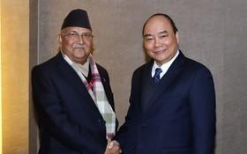 政府總理阮春福會見尼泊爾總理奧利。(圖源:越通社)