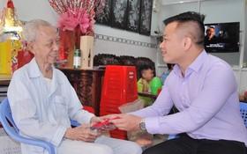 萬盛發集團代表慰問陳大新老先生。