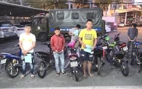 被暫時扣押的摩托車和飆車騎士。(圖源:PLO)