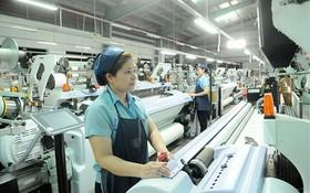 蔡俊公司的紡織生產線一瞥。