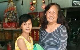 第五郡第五坊第五街區婦女組向 華人婦女贈送元宵節禮物。