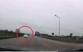 在河內-太原高速公路逆向駕駛的白色汽車。(圖源:視頻截圖)