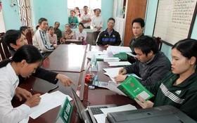 勞動者向社會政策銀行貸款。(圖源:越通社)