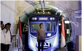 印尼總統佐科親臨地下鐵的開幕儀式。(圖源:AP)