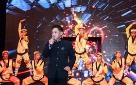 徐梓衡還參與歌舞藝術表演。