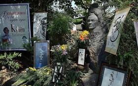 圖為當前在鵝鈤墓園裡安葬的已故音樂家鄭功山的墳墓。