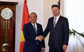 阮春福總理會見捷克議會眾議院主席馮德拉切克。(圖源:光孝)