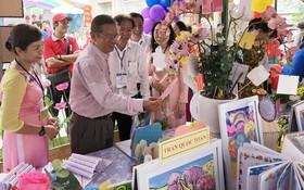 市教育與培訓廳小學科主任阮光榮等代表出席第五郡小學盛會。