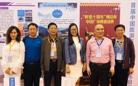 Linn 旅行社總經理陳美玲(右三)與中國 旅遊同業國際合作聯盟領導合照留念。