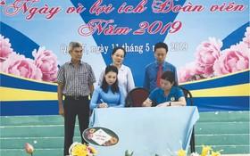 華人女企業家龐美玲在盛會上與勞動聯團簽署勞工培訓備忘錄。