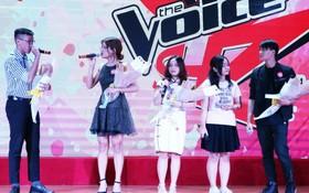 去年比賽各得獎者一起合唱。