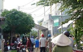 好奇民眾在案發現場附近圍觀。(圖源:玉威)